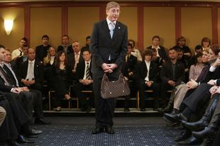 A nap képe: Gyurcsány lett a Louis Vuitton reklámarca