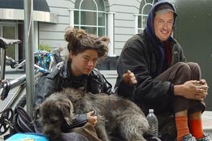 A kormány visszavezetné a hajléktalanokat a társadalomba