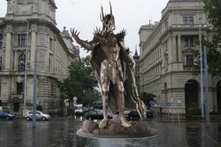 Szobrot kap Szauron a Kossuth téren