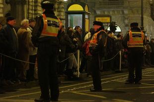 A nap képe: Lomnici Zoltán rendőrnek öltözött