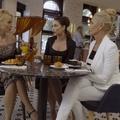 Feleségek luxuskivitelben 1x08 - Sorban állás lógó nyelvvel, nedves bugyival