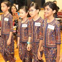 Gyerek stewardess képzés a Singapore Airlinesnál