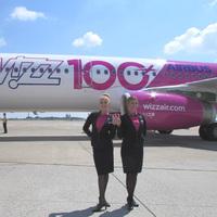 Wizz Air bemutatta az egyedi festésű 100. repülőgépét