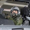 Melanie Red Bull pilótanő és a szuperszonikus vadászbombázó