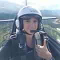 Mélanie az ascoti lóversenypályán repült