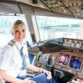 Ashley Klinger kapitánynő az Emirates Boeing 777 óriásgépén