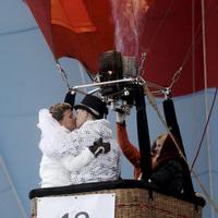 A világ legnagyobb légi esküvője