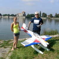 Panka a tatai Öreg-tavon hidroplánt tanult repíteni