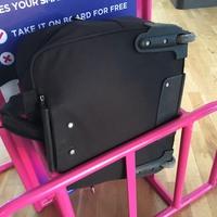 Jár kártérítés, ha a Wizz Air méretűnek árult bőrönd kilóg a rózsaszín kucliból?