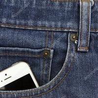 Jár kértérítés, ha a rossz zsebtervezés miatt esik ki a gatyából a mobil?