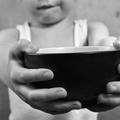 Minden harmadik gyermeket anyagi okokból emelnek hatósági gondozásba