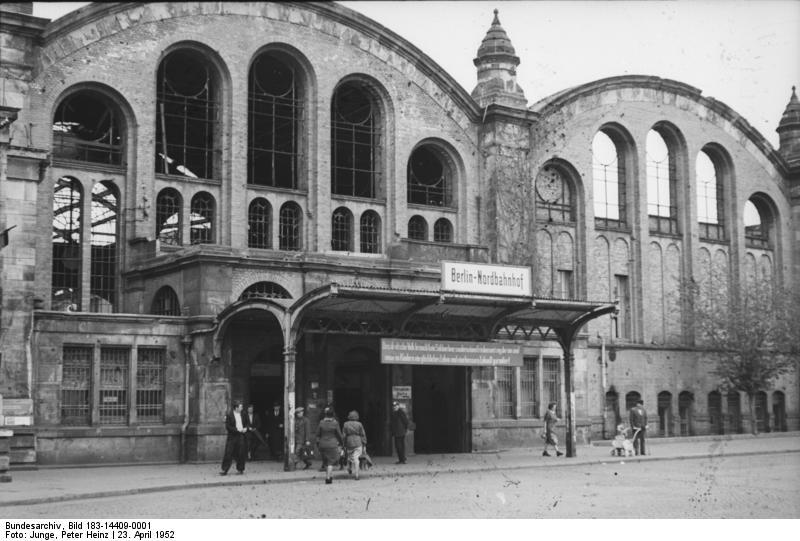 bundesarchiv_bild_183-14409-0001_berlin_haupteingang_zum_nordbahnhof_1952.jpg