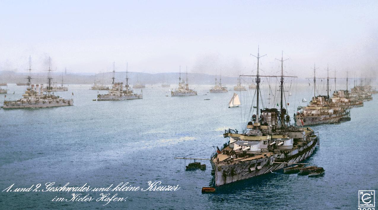 A német flotta Kielben. Elöl a Nassau osztályú csatahajók.