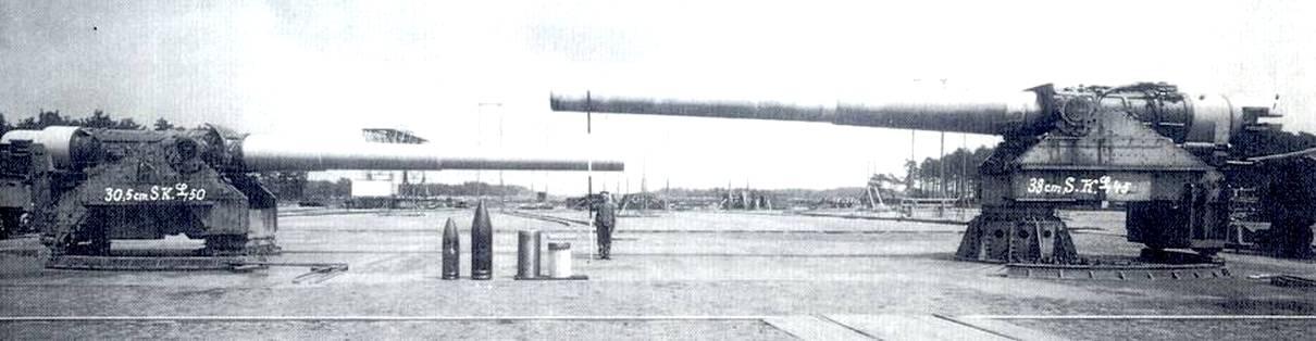 A méretek inflációja. Balra a 305 mm-es, jobbra a 380 mm-es német hajóágyú.