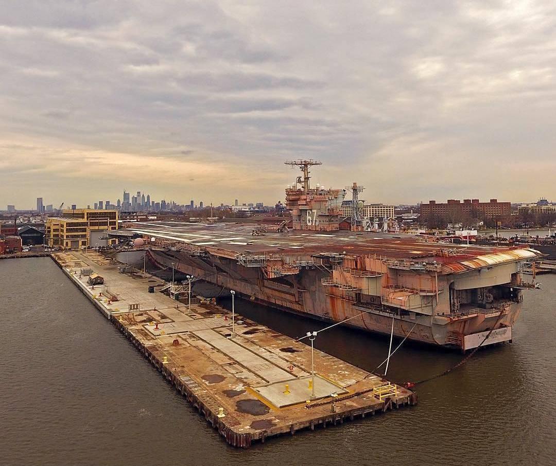 A felújításra váró, rozsda verte Kennedy Philadelphia kikötőjében.