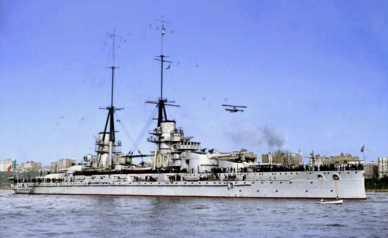 A Conte di Cavour csatahajó eredeti állapotában, az átépítés előtt.