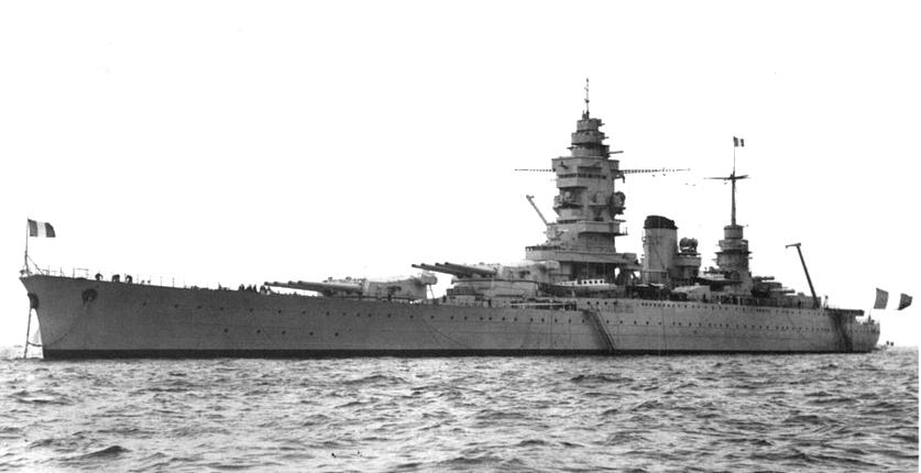 A fő ellenség, a francia Dunkerque csatacirkáló.