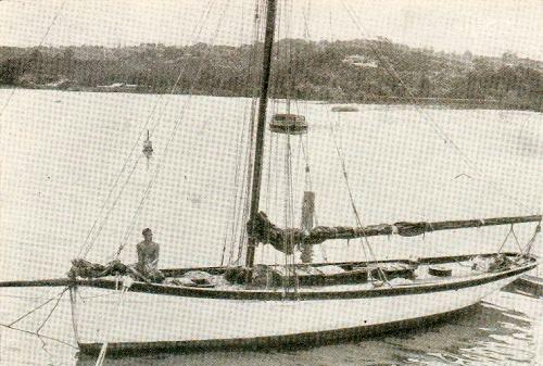 Gerbault és a Firecrest egy polinéziai kikötőben.