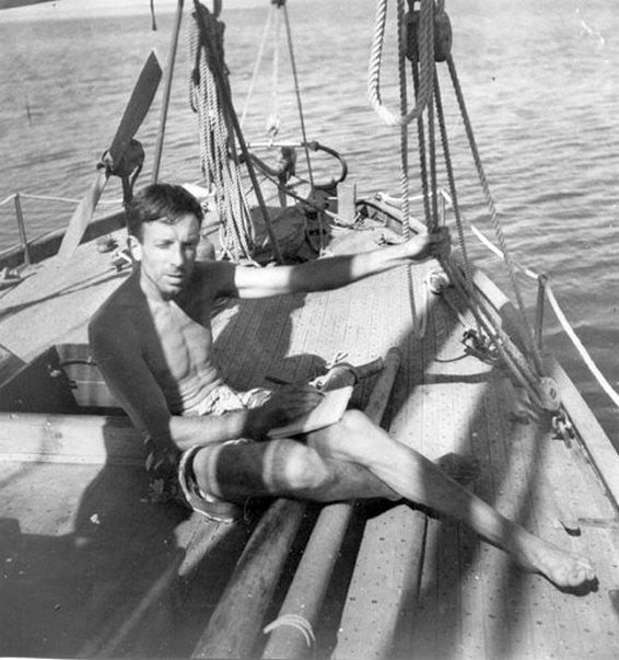 Gerbault, hajója fedélzetén.
