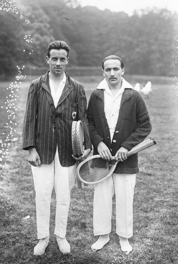 Gerbault -baloldalt- és Pierre Albarran, társa a páros tenisz mérkőzéseken.