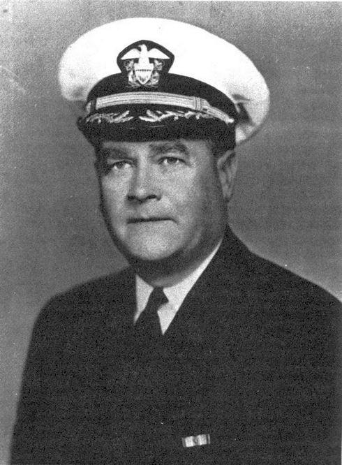 Gilbert Corwin Hoover, a Helena kapitánya.