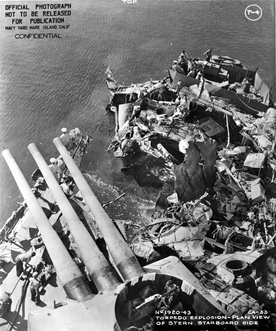 Kiváló illusztráció a japán torpedók hatékonyságának szemléltetéséhez. A Portland egyetlen torpedótalálattól szétzúzott tatrésze.