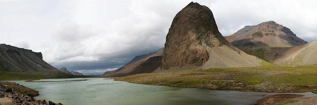 A kies, ám igen barátságtalan éghajlatú Kerguelen-szigetek.