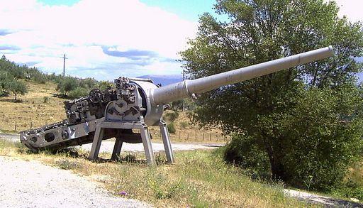 A Montecuccoli cirkáló egyik 152 mm-es lövege. Hasonló ágyúk alkották volna a zsebcsatahajók másodlagos tüzérségét is.