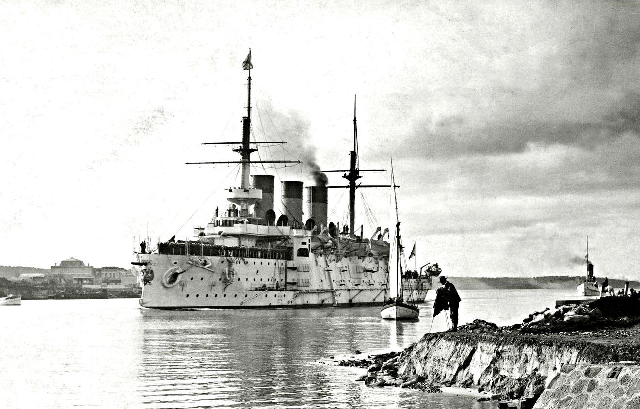 Az Oszljabja a tunéziai Bizerta kikötőjében.