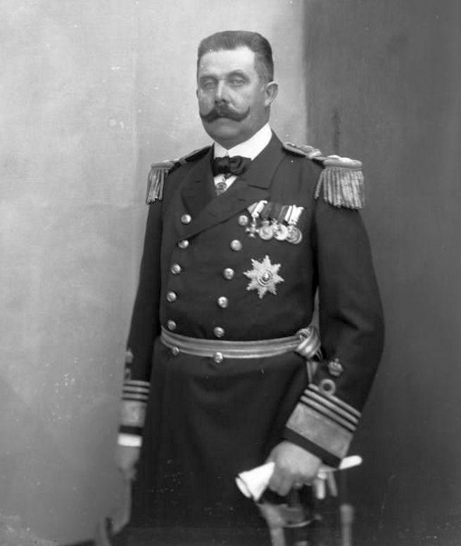 Máig rossz a sajtója, pedig a Monarchia megmentője lehetett volna. Ferenc Ferdinánd tengernagyi uniformisban.