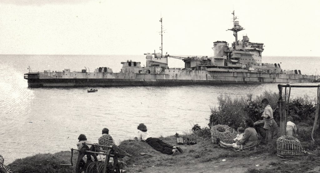 A partra vetett Warspite.