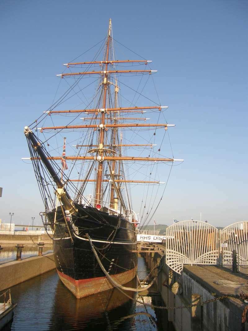 A Discovery, mint múzeumhajó, Dundee kikötőjében.