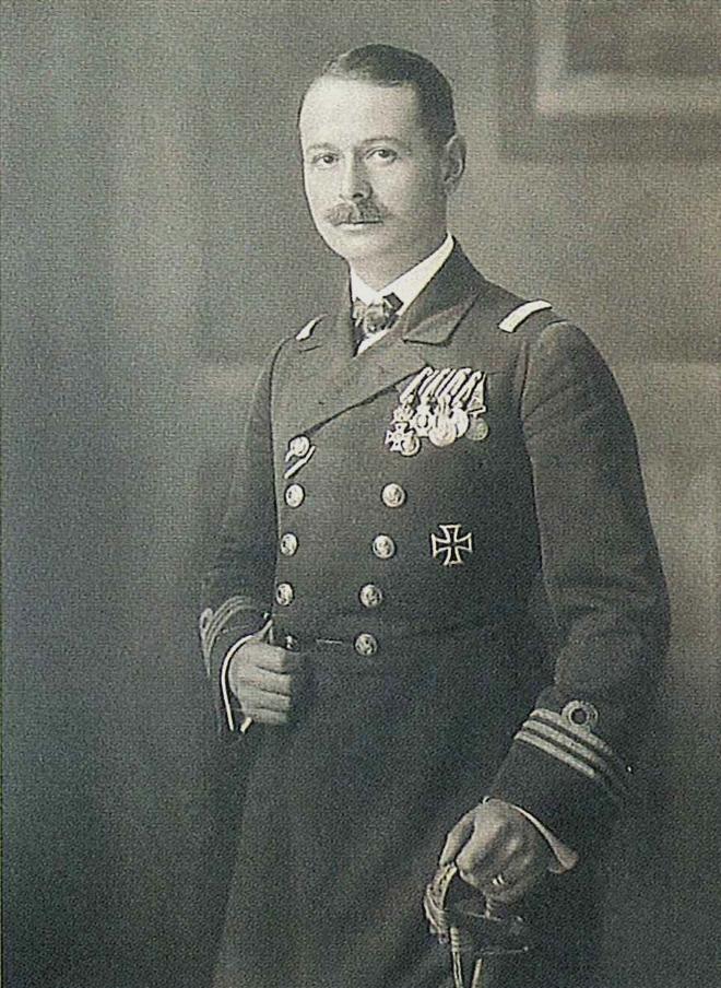 Georg von Trapp, a K. und K. haditengerészet büszkesége.