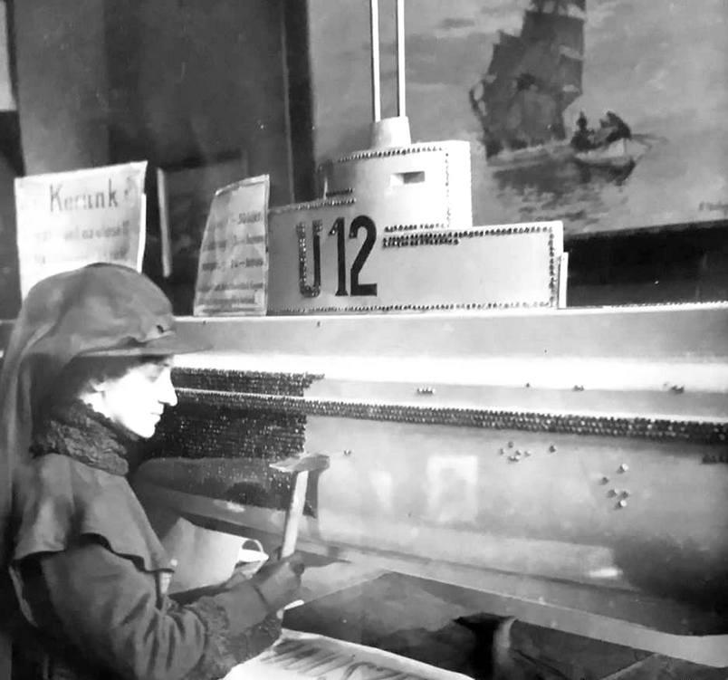 Az 1918-as budapesti haditengerészeti kiállítás egyik attrakciója volt az U-12 fából készült modellje. A tengerészözvegyek és árvák részére adakozók egy szöget verhettek a hajóba.