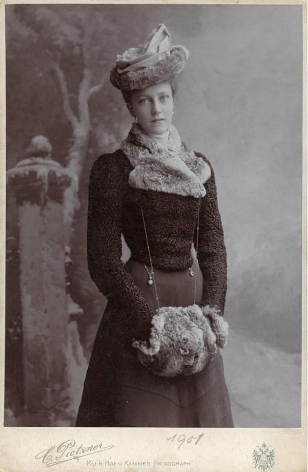 Elizabeth Maria Henriette Stephanie Gisela of Austria, vagyis magyarul: Erzsi. (1883-1963)