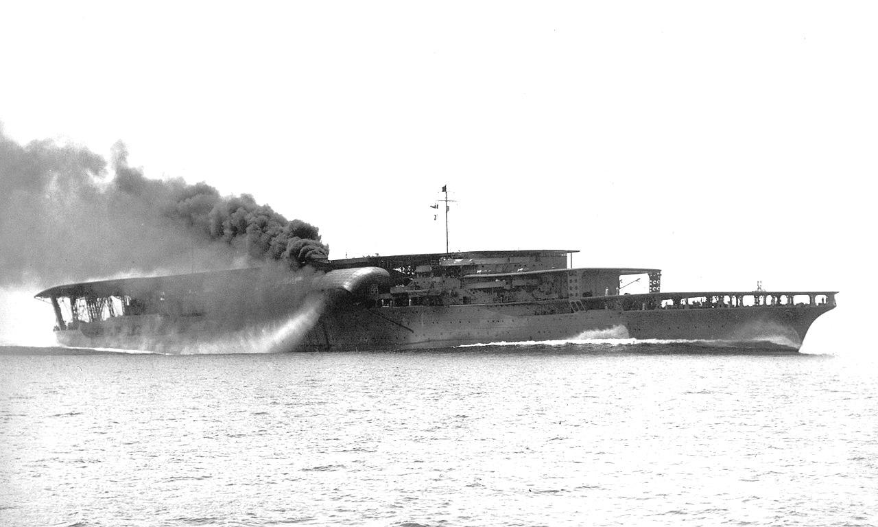 Az Akagi, az átépítés előtti, eredeti felépítéssel, ahogy a németeknek is megmutatták.
