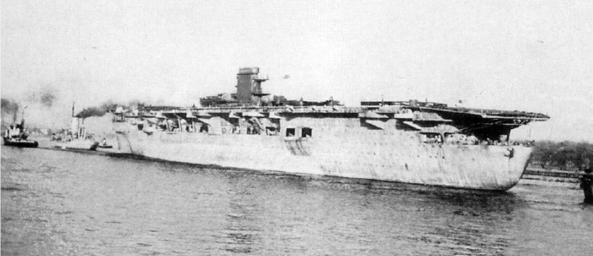 Az építkezés végleges abbahagyása után, 1943 áprilisában, a Graf Zepplint kivontatják Kielből.