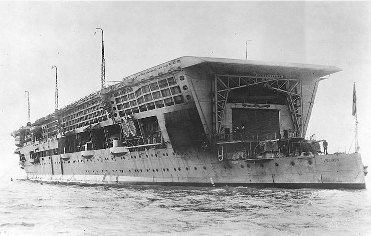 A Furious. A képről nyilván érthető, miért nevezték ezeket a hajókat úszó pajtáknak.