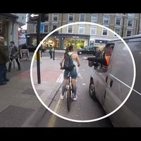 Lehet, hogy csak megrendezett a londoni biciklis lányról készült videó