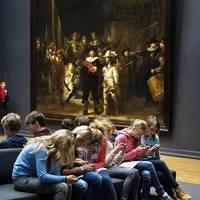 Ezek a mai fiatalok! - Mi is történik valójában a képen?