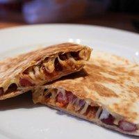 Egy tartalmas, könnyen elkészíthető reggeli - babos, darált húsos quesadilla