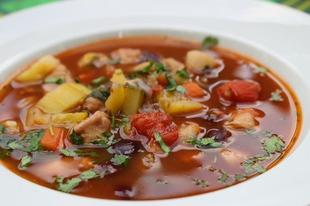 Mediterrán zöldséges, csirkés bableves bográcsban készítve