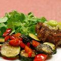 Gyors vacsorák II. Steak pirított zöldségekkel és friss madársalátával