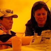 Női hegymászók valóság-showja. Egy koreai és egy baszk versenyző, meg harminc tévés az Annapurnán