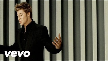 Blue & Elton John - Sorry Seems to be the Hardest Word    ♪