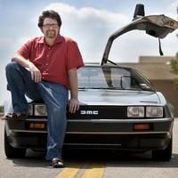 A DeLorean egy nyolcvanas évekbeli időgép – interjú Ernest Cline-nal