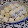 Könnyű édesség: kókuszos túrógolyó avagy hamis raffaello