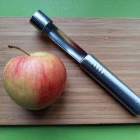 Praktikus kellék a konyhában: almakiszúró