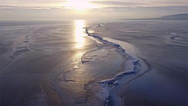 Ilyen egy utolsó, csodálatos repülés a befagyott Balaton fölött