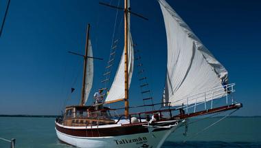 Nyerj luxusvitorlázást a Balatonon a haverokkal!